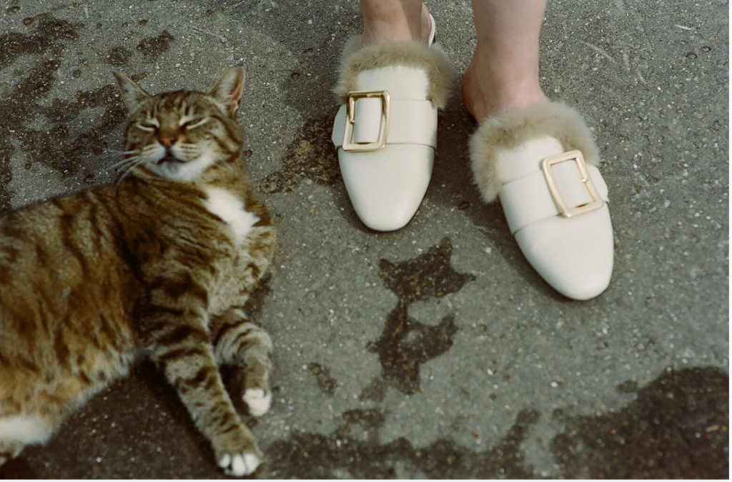 Туфли на меху – забавный аксессуар,  который обожают звезды стритстайла