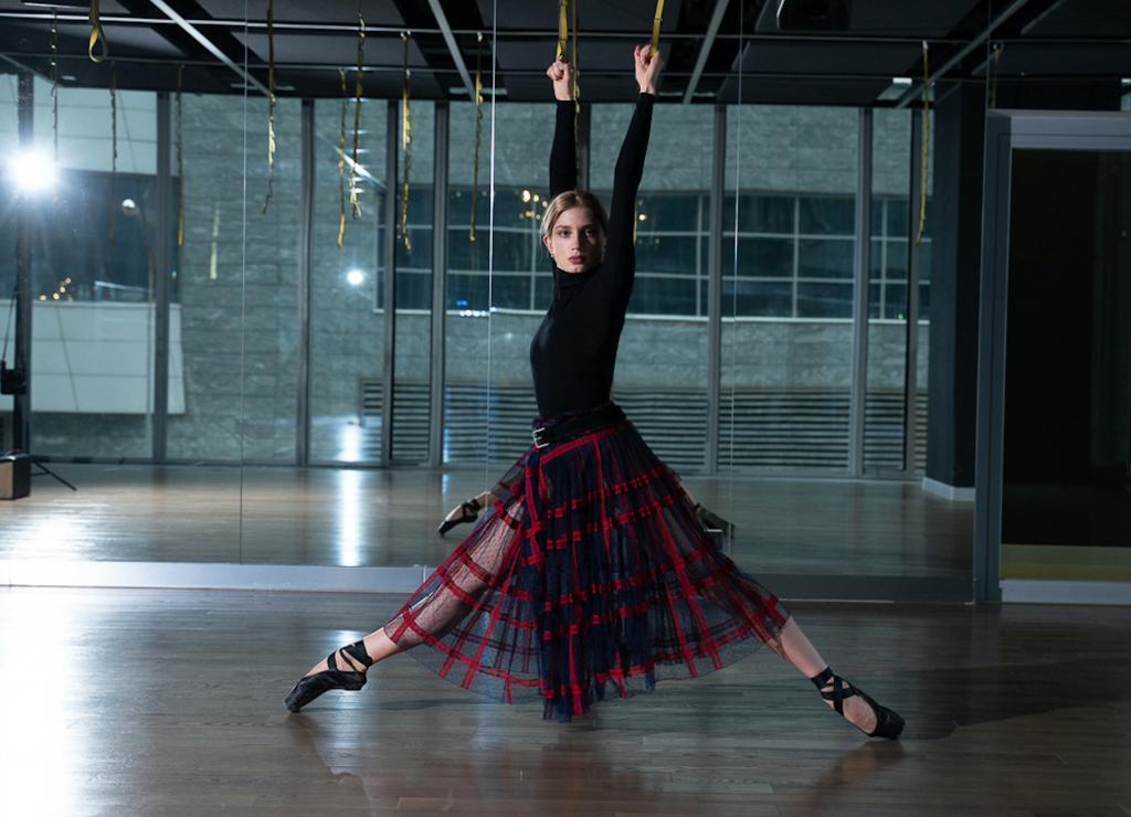 Хотите сесть на шпагат? Балерина Елизавета Таранда дает профессиональные советы
