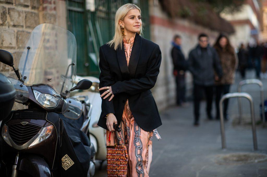 6 идей от звезд стритстайла, как носить вещи в мужском стиле