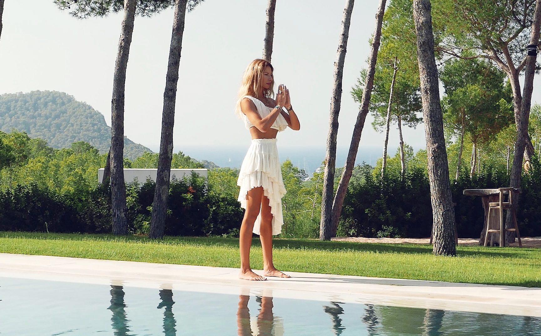 Начните день с «Приветствия солнцу», как это делает дизайнер ювелирных украшений Маруся Деркунская