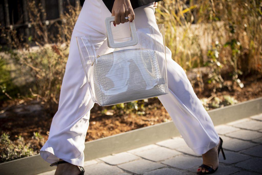 Секретов нет: как носить прозрачные сумки