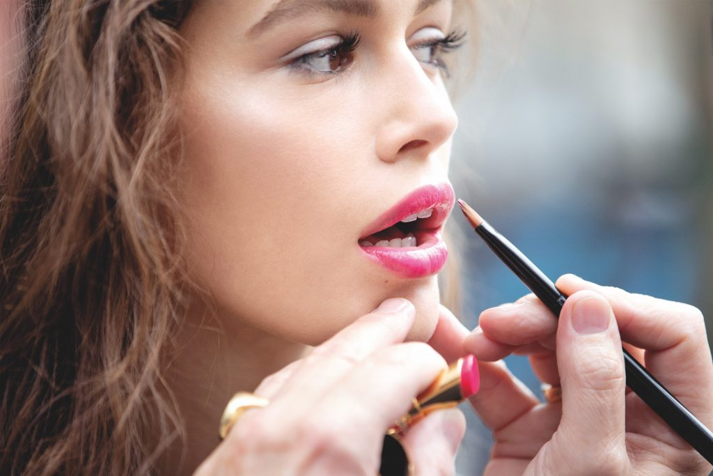 Кайя Гербер представила новинки YSL Beauty – читайте интервью визажиста марки Тома Пешо