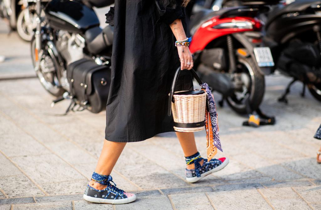 Лучшая компания для кроссовок – соломенная сумка