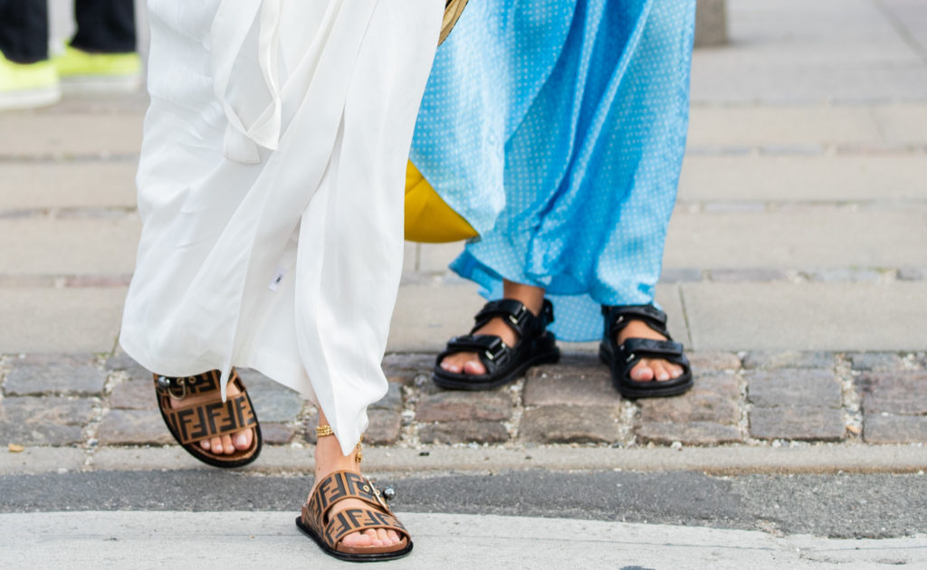 Гид по сандалиям: пять пар модной обуви на лето