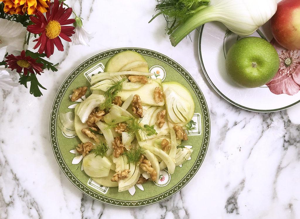 Осенний витаминный салат из фенхеля и яблока