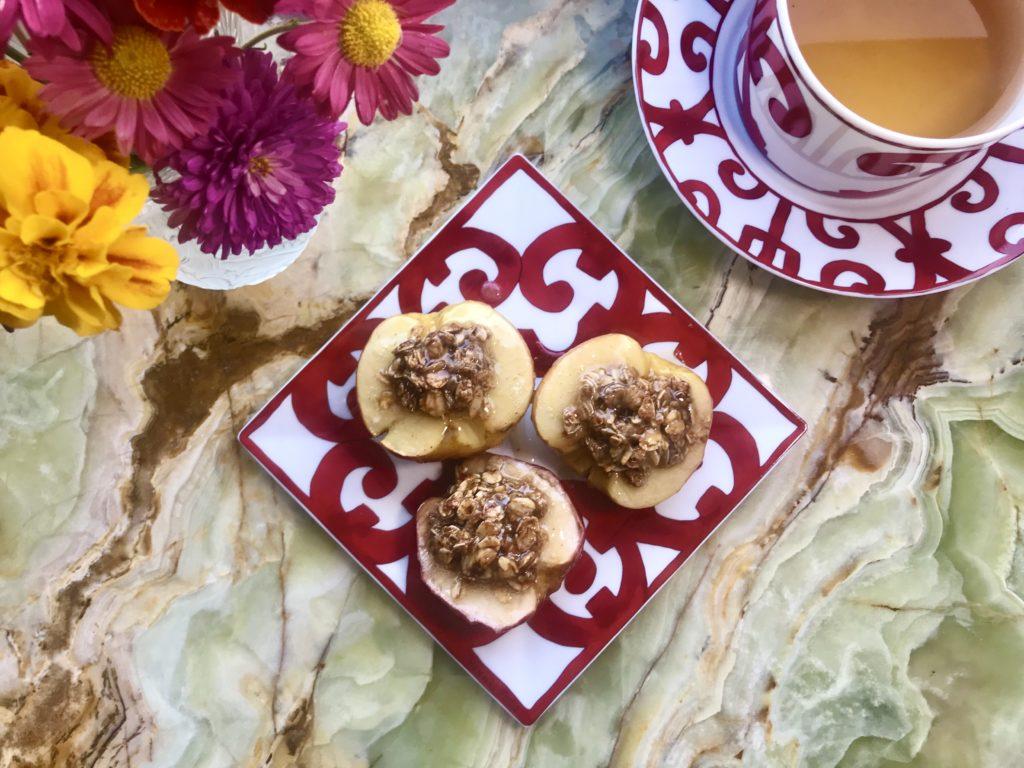 Запеченные яблоки с овсянкой – любимое блюдо Елизаветы II
