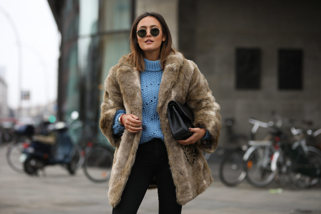 Пальто из искусственного меха – must-have 2020
