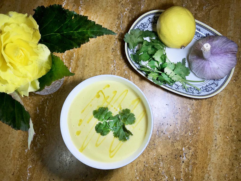 Суп из цветной капусты с карри в индийском стиле
