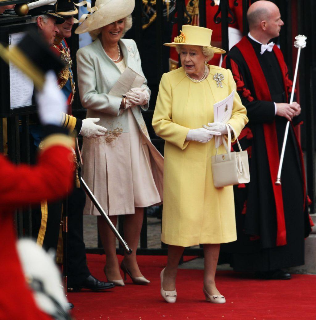 Где найти сумку, как у королевы Елизаветы II?