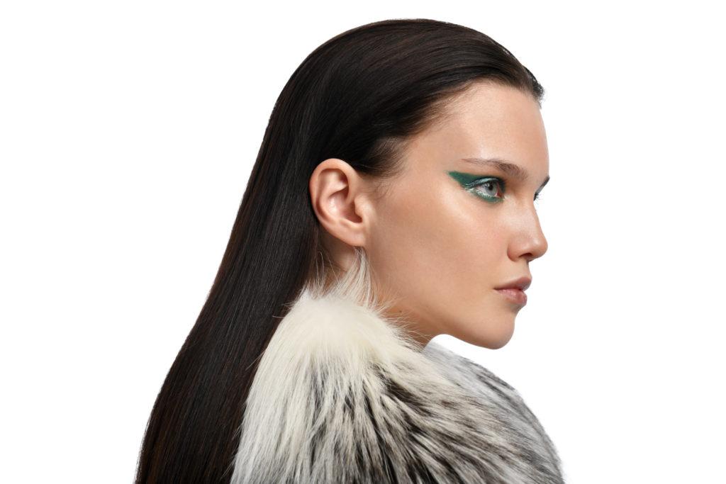 Как ухаживать за волосами зимой: рассказывает эксперт