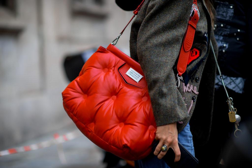 «Дутые» сумки – самые модные этой зимой