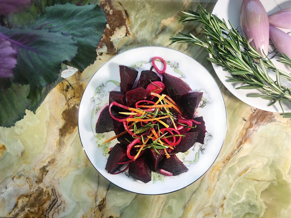 Свекольный салат с грейпфрутом и розмарином