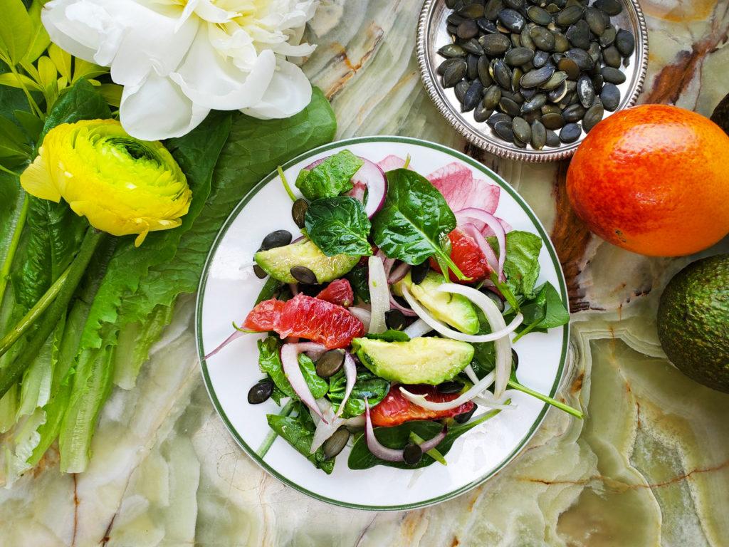 Что есть, чтобы дольше жить, и рецепт весеннего салата в придачу