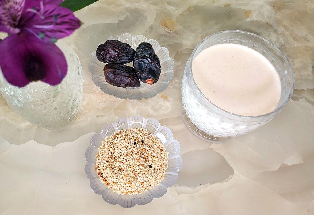 Молоко из кунжута – альтернатива миндальному и овсяному
