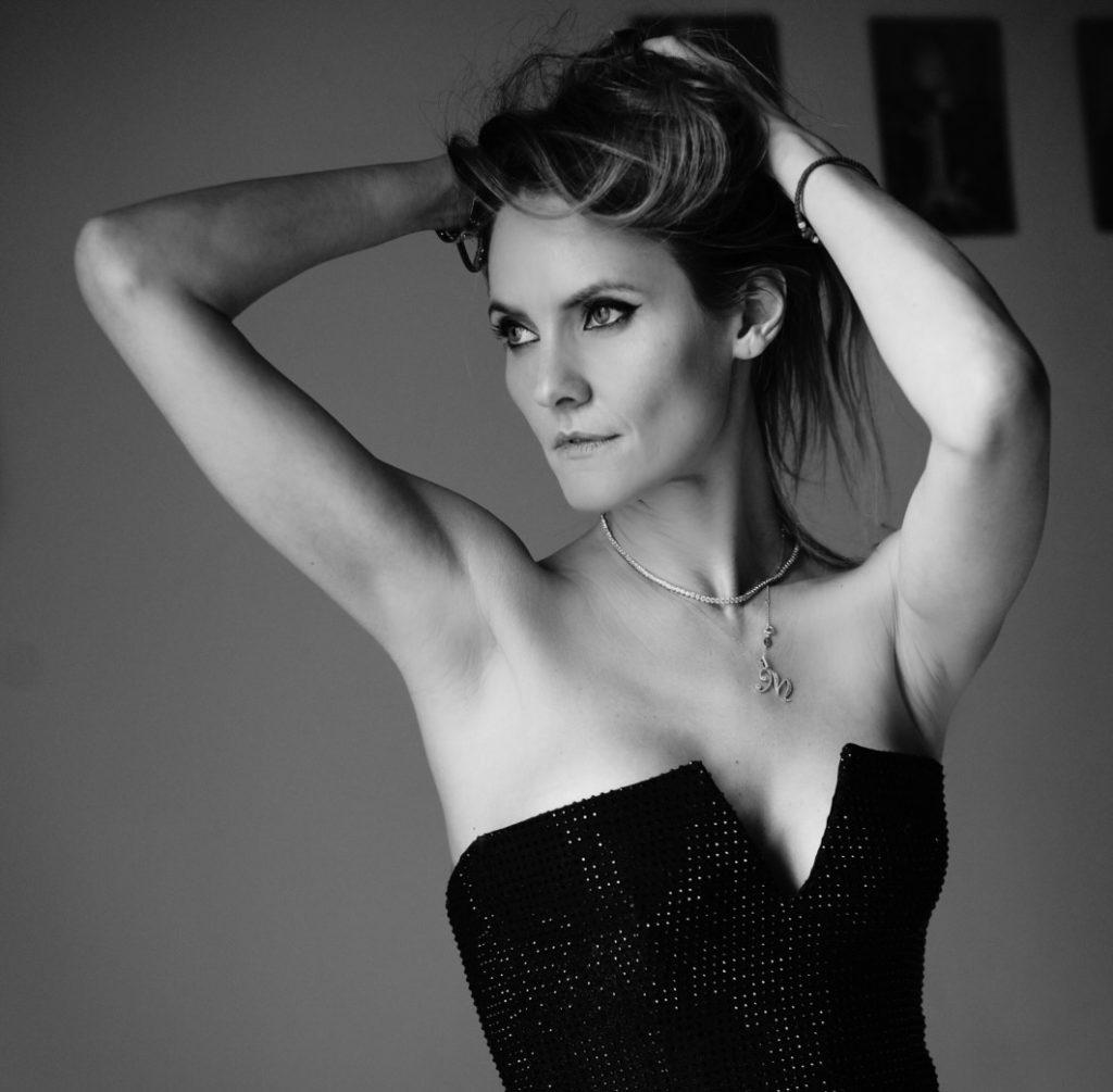 Как француженки в любом возрасте одеваются элегантно: рассказывает главный редактор Elle Екатерина Мухина