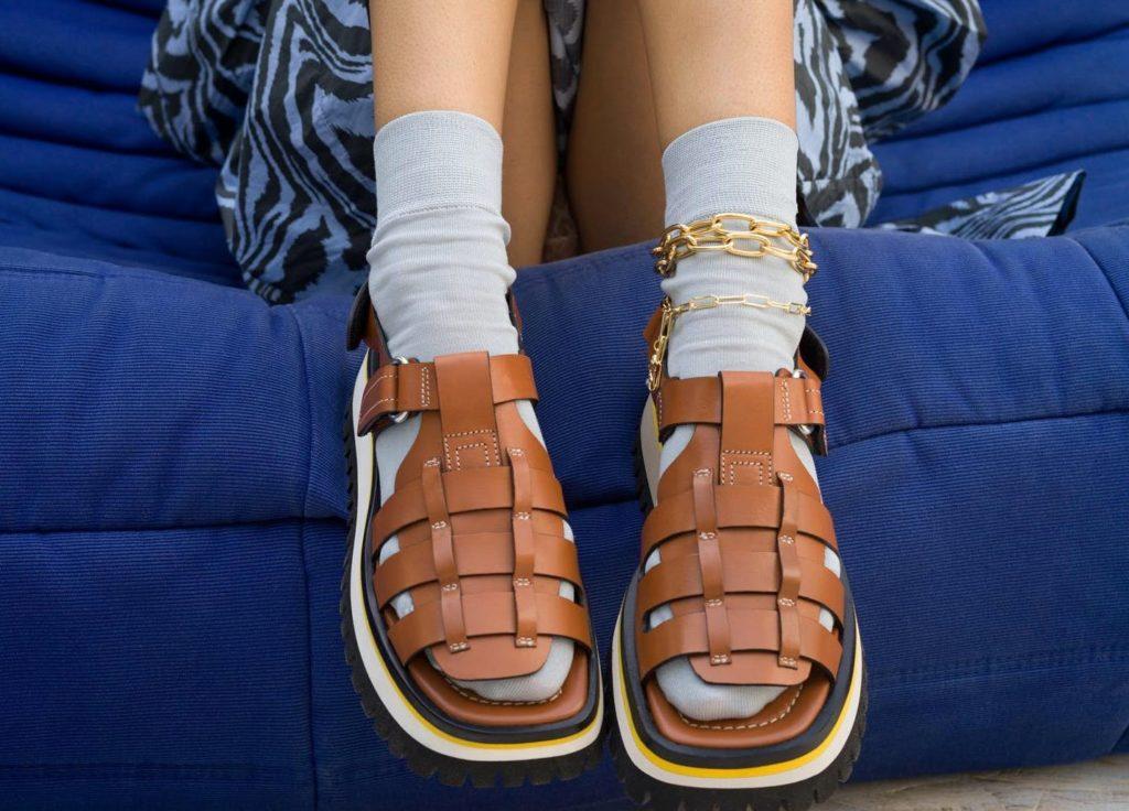 «Рыбацкие сандалии» – самая модная обувь этого лета