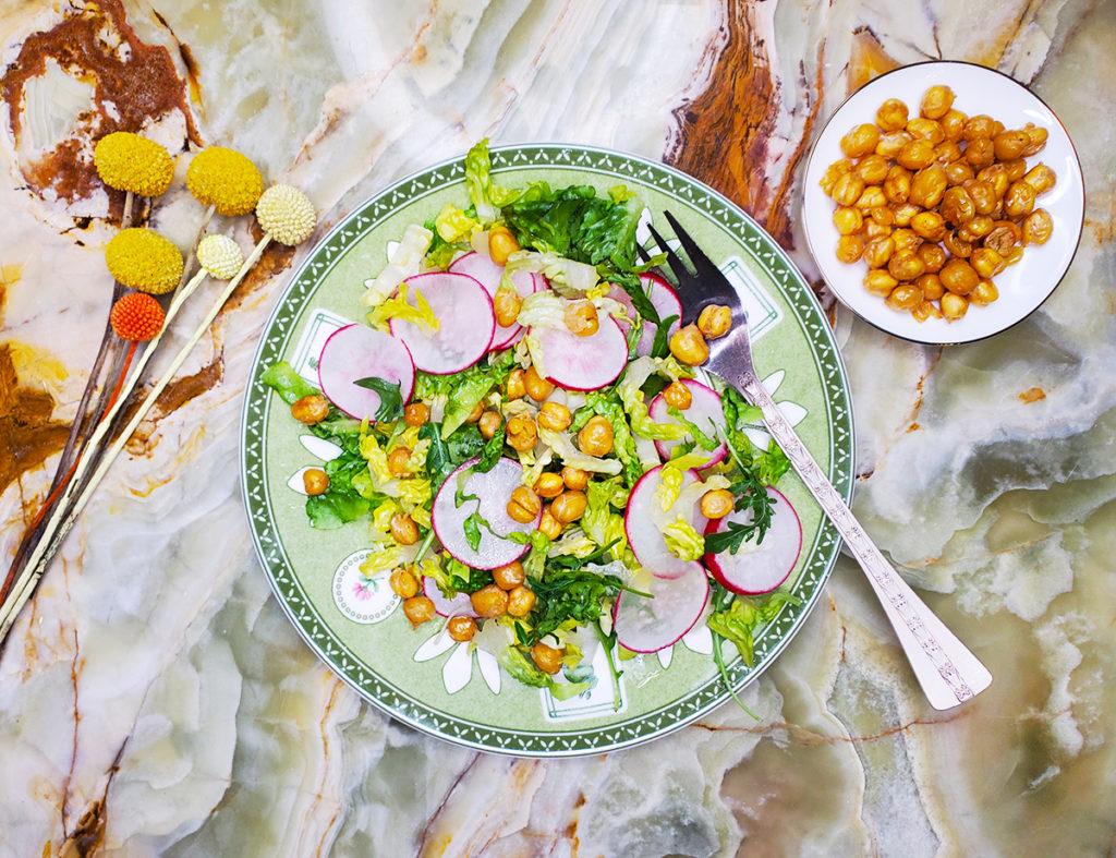 Салат из редиса и нута – для летнего обеда