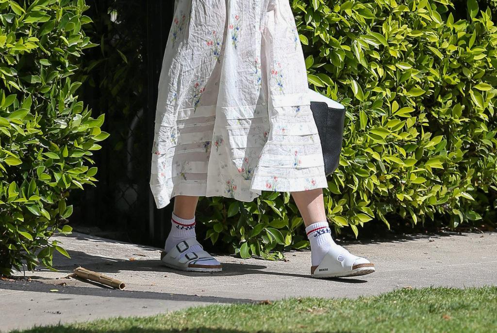 Носки + шлепки – носить или не стоит?