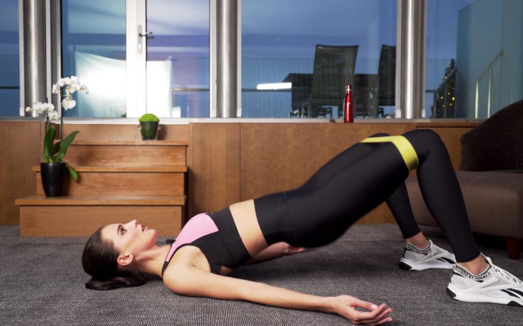 Упражнения, которые помогут избавиться от «ушек» на бедрах
